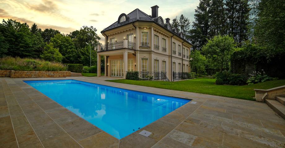 Ansicht einer Villa bei München
